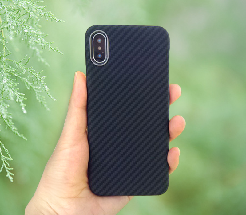 iphonex-case-on-hand